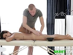 Alluring chick plumbs with her massagist