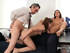 Lovely schoolgirl gets tempted and fucked by elderly te92viw
