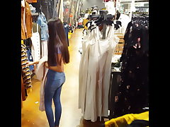 Candid spycam teen latina arse butt cock-squeezing latina shopping